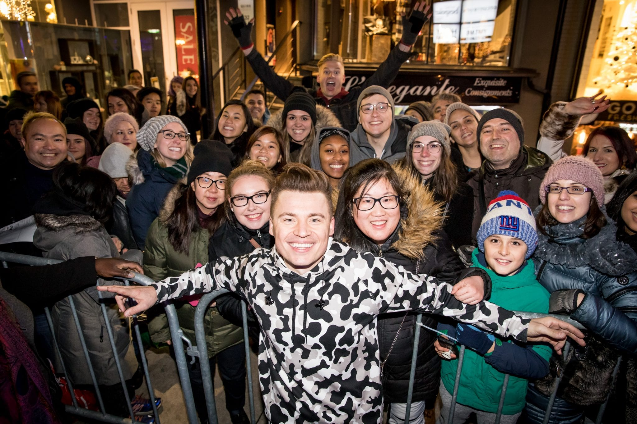 Shawn Hook interacts with fans at Holiday Magic 2018